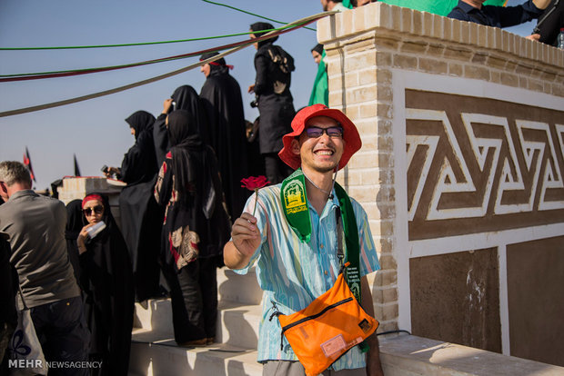 Foreign tourists attend Ashura mourning in Yazd