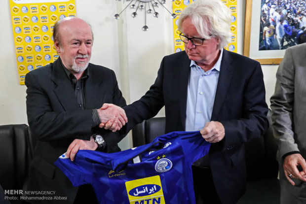 Winfried Schäfer signs Esteghlal FC contract
