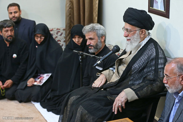 Leader receives family of Martyr Hojaji