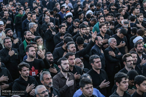 Mourners of Imam Hossein gather in Qom