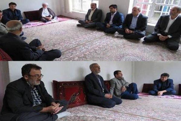 فرماندار و امام جمعه مهاباد با خانواده مرحوم صادق برمکی دیدار کرد