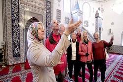 درهای باز مسجد