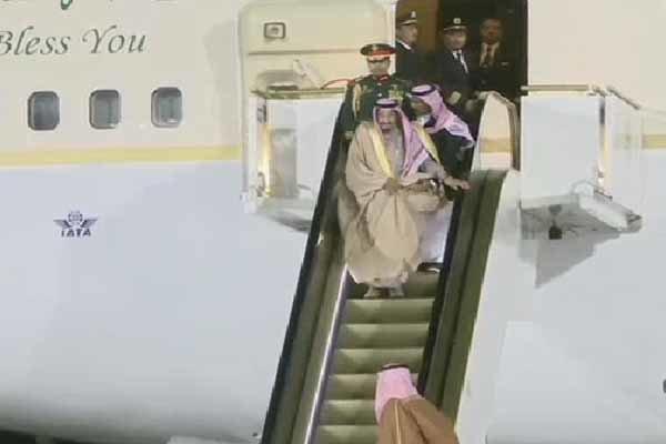 Kral Salman'ın yürüyen merdivenle arasındaki anlaşmazlık