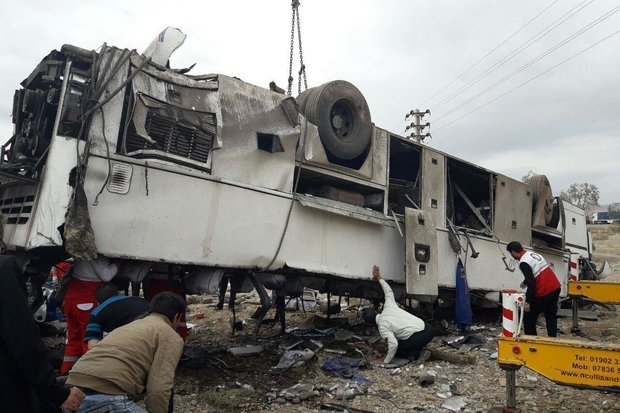Bus turns over in Fars, kills 5, injures 15 including 2 French