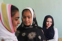 توزیع نوشت افزار در روستاهای محروم خراسان جنوبی