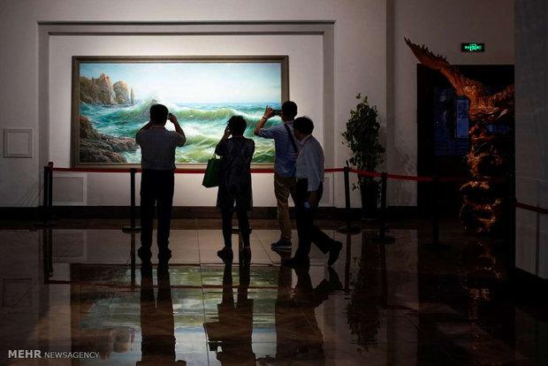 Kuzey Koreli sanatçılardan anti-emperyalist performans