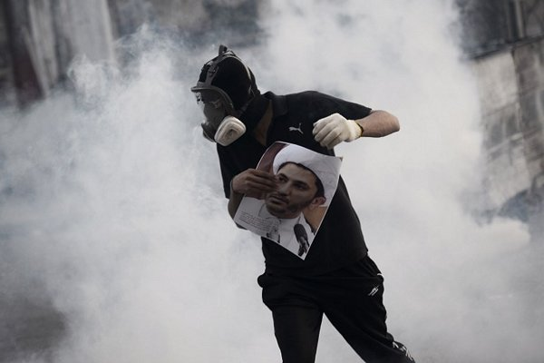 حملة اعتقالات تشنّها السلطات البحرينية ضد المواطنين من بينها اعتقال عالم دين