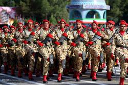 عرض عسكري مشترك في إصفهان بمناسبة أسبوع قوى الأمن الداخلي / صور
