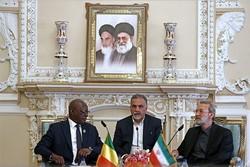 لاريجاني يبحث مع رئيس البرلمان المالي العلاقات الثنائية