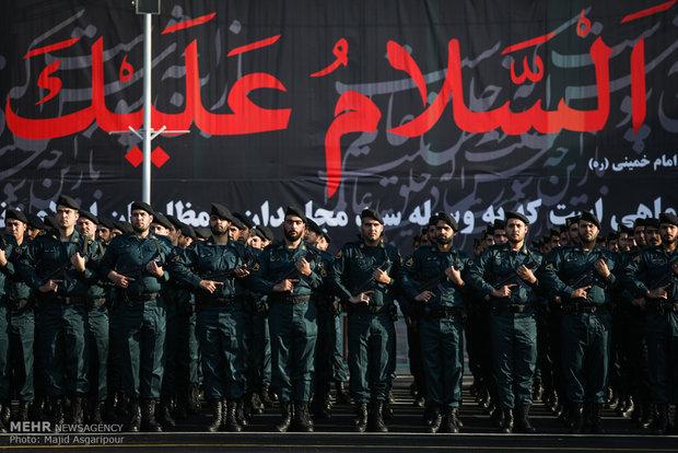 عرض عسكري مشترك بمناسبة الأسبوع الوطني لقوى الأمن الداخلي الإيراني