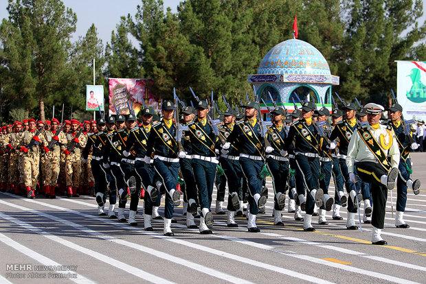عرض عسكري مشترك في إصفهان بمناسبة أسبوع قوى الأمن الداخلي