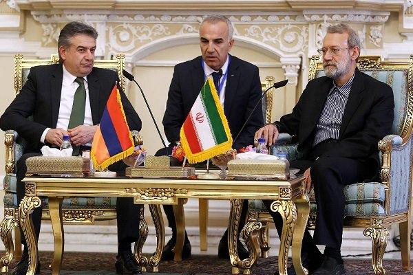 Speaker Larijani receives Armenian PM in Tehran