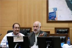 وزیر نیرو نباید کشاورزان اصفهانی را بازخواست کند