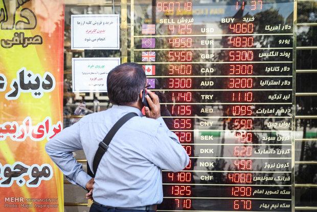 دلالان در کمین سرمایههای مردم/توقف موقتی فروش دلار در صرافیها