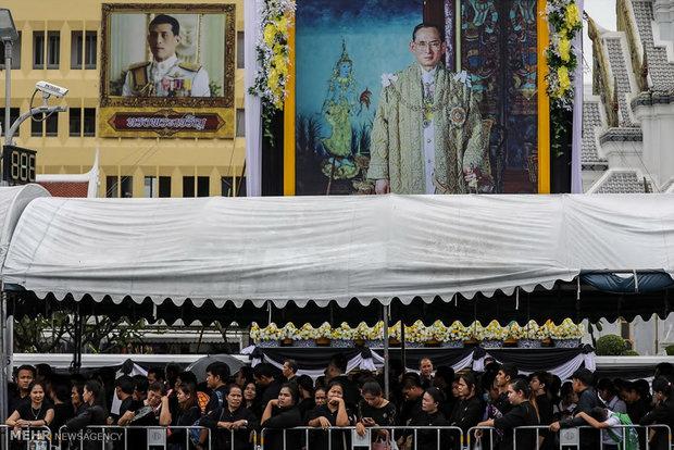 آمادگی برای مراسم سالگرد درگذشت پادشاه تایلند