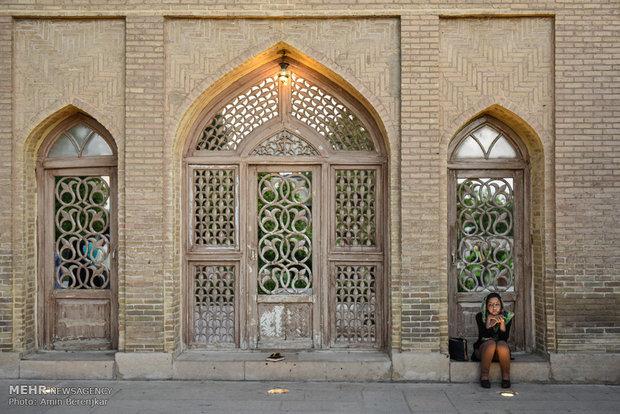 حافظ الشيرازي قبلة عشاق الأدب الفارسي
