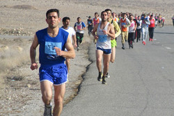 مسابقات دوی صحرانوردی جوانان روستایی در اراک برگزار شد