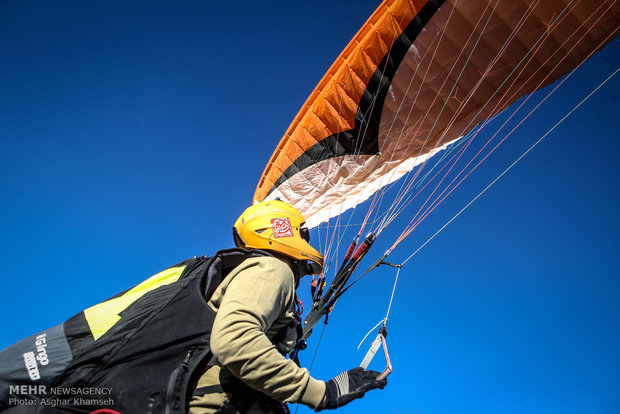سومین جشنواره ورزش های هوایی یگان های  ویژه ناجا