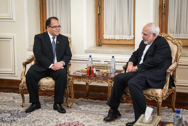 FM Zarif  receives new ambassadors of Finland, Sri Lanka, Philippines