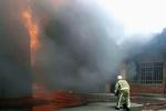 آتش در سوله ۱۰۰۰ متری مواد پلاستیکی در جاده «واوان»