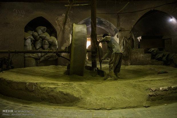 200 عام على طاحونة الحناء في مدينة يزد الايرانية
