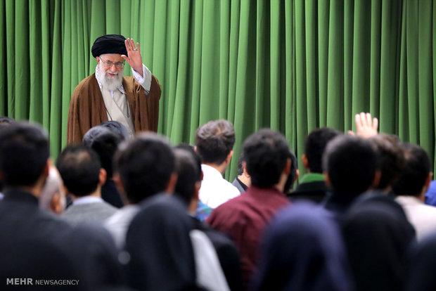 دیدار جمعی از استعدادهای برتر و نخبگان جوان کشور با رهبر انقلاب