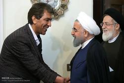 Cumhurbaşkanı Ruhani'den Gazi Ailesine Ziyaret