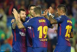 بارسلونا اور المپیاکوس ٹیموں کے درمیان فٹبال مقابلہ