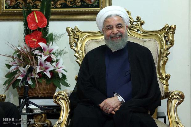 دیدار حسن روحانی رئیس جمهور با مرتضی رحمانی  جانباز سرافراز دوران دفاع مقدس و خانواده وی