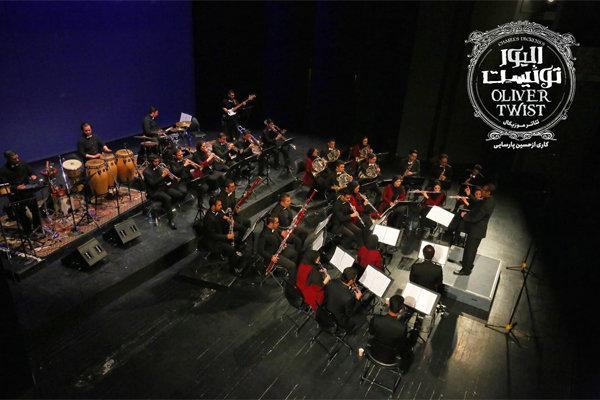 ارکستر «بادی کارا» قطعات «الیور توئیست» را می نوازد