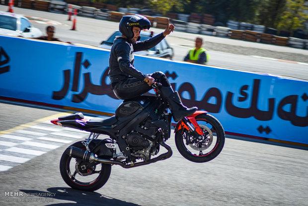 """İran'ın """"Hızlı Motosiklet Yarışı""""ndan renkli kareler"""