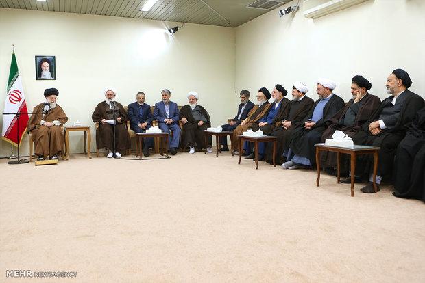 Leader receives organizers of Mostafa Khomeini Congress
