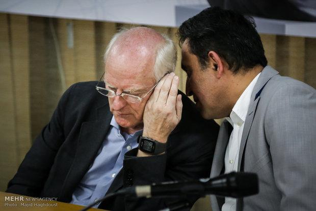 Tony Cragg's press conference in Tehran