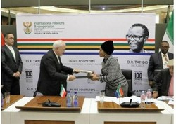 Iran, S. Africa pen document on economic, banking co-op
