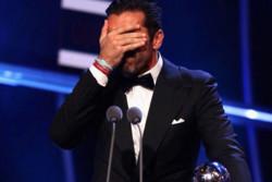 بوفون جایزه بهترین دروازه بان سال ۲۰۱۷ را دریافت کرد