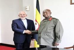 ظريف يلتقي برئيس جمهورية أوغندا