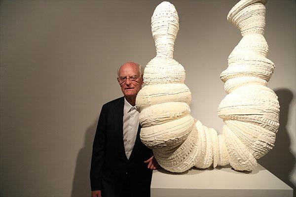 نمایشگاه آثار تونی کرگ با عنوان «ریشهها و سنگها» افتتاح شد