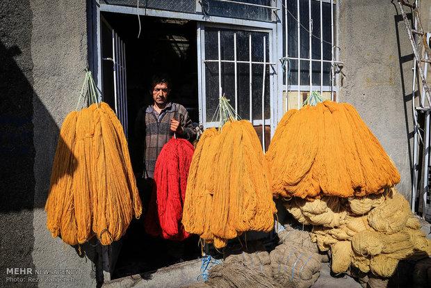 Hemedan'da geleneksel halı pazarı