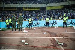 شعار هواداران استقلال علیه وزیر ورزش و بازیکن پرسپولیسی پیکان!