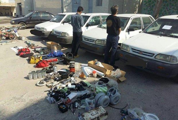 بازداشت سارق هنگام سرقت رینگ و لاستیک