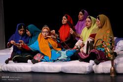 """مسرحية """"حكومة الحريم"""" على خشبة مسرح طهران /صور"""