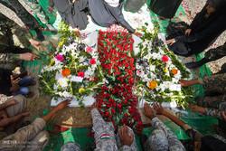 مراسم تشییع و تدفین دو شهید گمنام دفاع مقدس در جزیره قشم