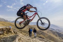 بطولة سباق الدراجات الجبلية في إيران/ صور