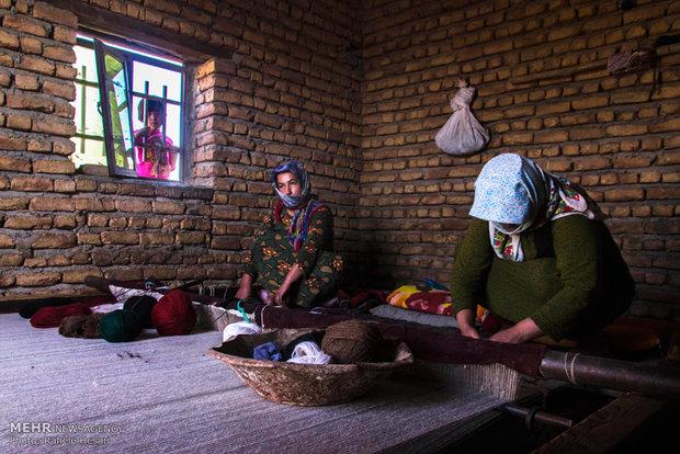 المرئة التركمانية وحياكة السجاد