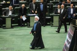 البرلمان الايراني يطالب روحاني بتغيير الفريق الاقتصادي للحكومة