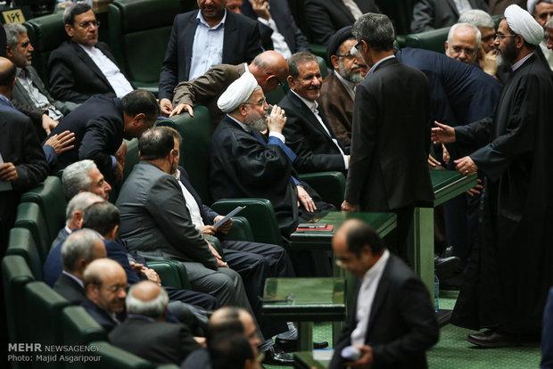 İran Meclisi'ndeki güvenoyu oturumundan kareler