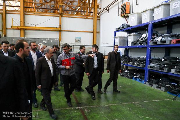 بازدید شهردار تهران از کارخانه واگن سازی مترو تهران