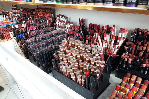 علت افزایش محصولات آرایشی قاچاق در بازار /درخواست از وزارت صمت