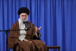 قائد الثورة : سبب شن الحرب المفروضة يكمن في عظمة الثورة الاسلامية