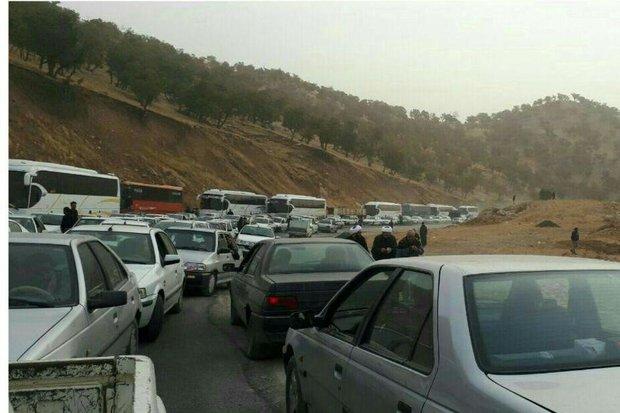ترافیک سنگین در محورهای ارتباطی ایلام /تصاویر